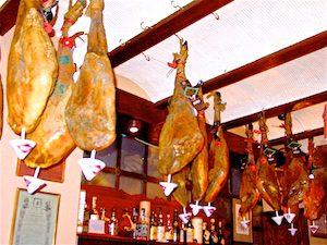 Segovia Tapas-Bar Schinken 2005-06-17 Foto Elke Backert